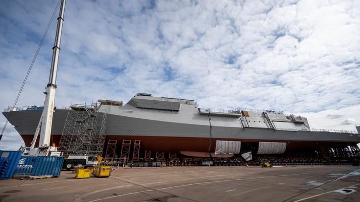 HMS GLASGOW - i blocchi si uniscono